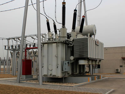 An oil-immersed power transformer is installed in a power system.